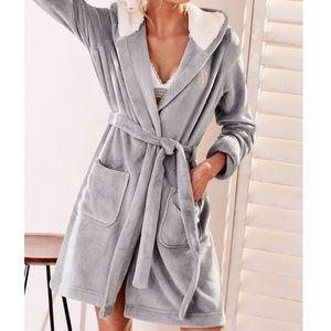 NWT! Victoria's Secret cozy plush robe. Gray/cream